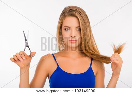 Pretty Woman Going To Cut Her Split Ends