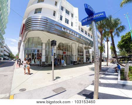 MIAMI,USA - AUGUST 5,2015 : The Lincoln Road shopping boulevard in Miami Beach