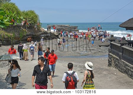 Tourists Visiting The Temple Of Tanah Lot, Bali