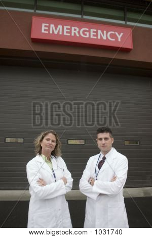 2 Doctors Outside Of Hospital Er