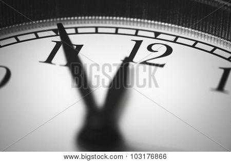 Photo alarm clock, arrow close to 12 hours