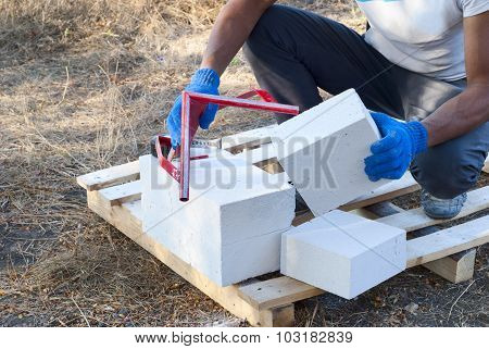 Cutting Aerated Concrete