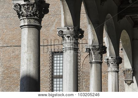 Series Of Classical Columns
