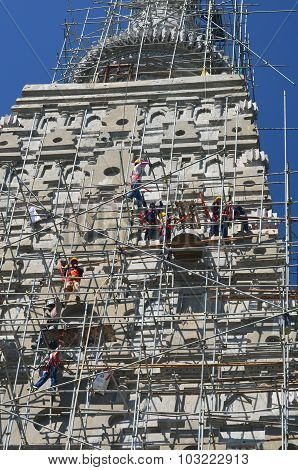 People Building  Wat Joung Kum Temple
