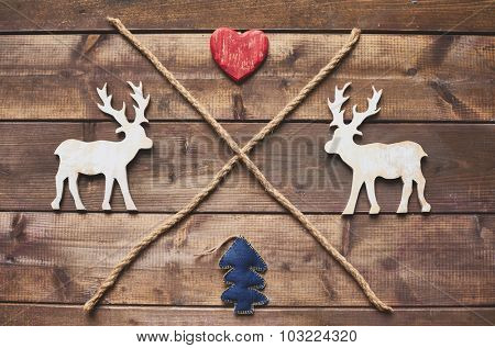 Wooden xmas deers, red heart, toy firtree and two crossed ropes