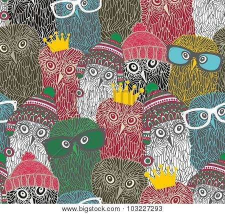 Crowd of cute doodle owl.