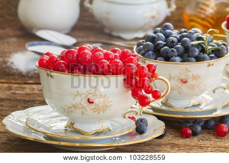 red currant and blueberry in cups