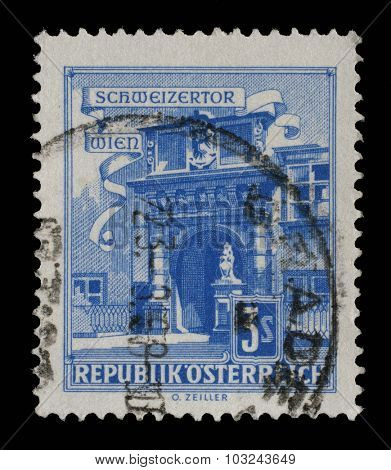 AUSTRIA - CIRCA 1962: A stamp printed in Austria shows Vienna Hofburg: Schweizertor (Swiss Gate), series, circa 1962