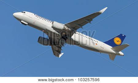 Airbus A320-214 Airliner Lufthansa