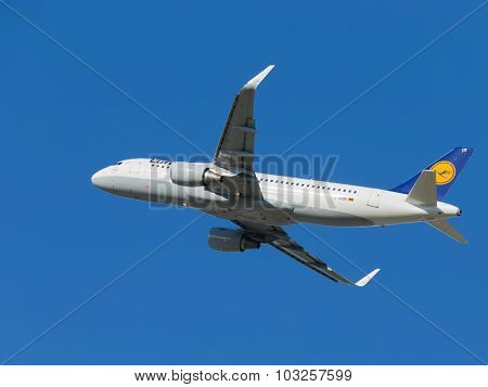 Airbus A320-214 Airliner