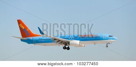 FORT LAUDERDALE, USA - April 5, 2015: A Sunwing Airlines Boeing 737 landing