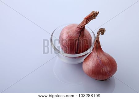 whole onion in a transparent glass bowl