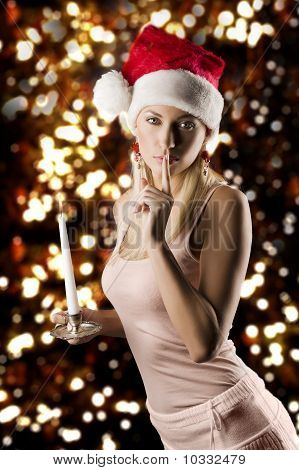 Menina Santa Claus com vela