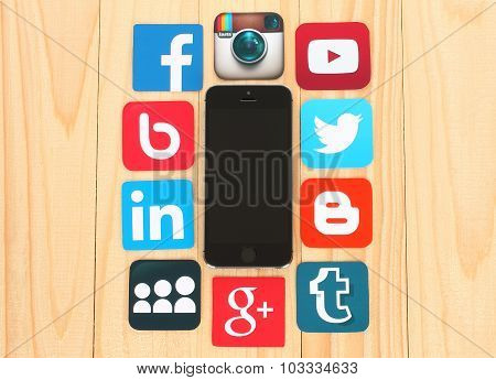 Famous social media icons such as: Facebook Twitter Blogger Linkedin Tumblr Myspace and others print
