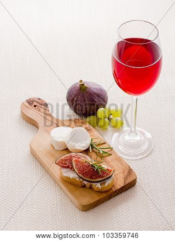 Goat Cheese With Ripe Fig And Red Wine