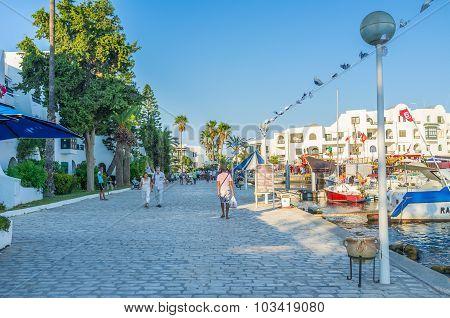 The Cozy Promenade