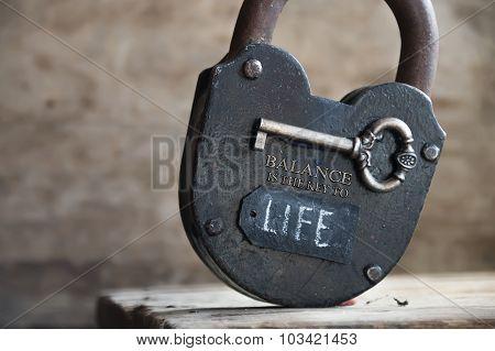 Lok, Key And Label