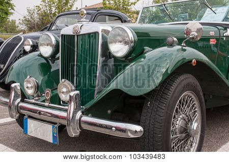 Mg Retro Vintage Car Front View Detail