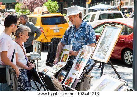 NEW YORK CITY, USA - CIRCA SEPTEMBER 2014: Street artist in New York City