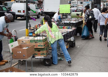 NEW YORK CITY, USA - CIRCA SEPTEMBER 2014: Street vendors in New York City