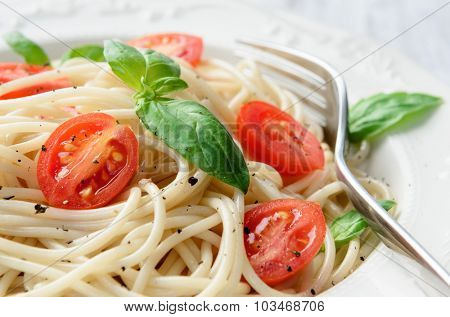 Spaghetti pasta with cherry tomatoes and basil