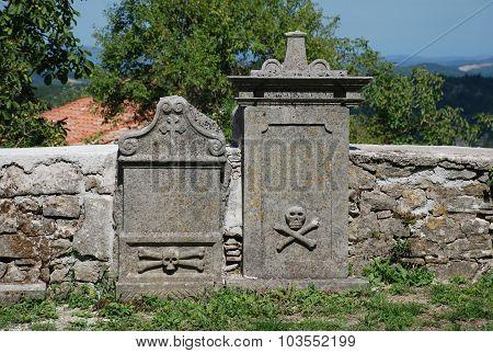 Graves At Saint Vitus Parish Church In Gracisce