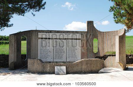 War Memorial In Lindar