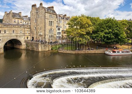Pulteney Bridge Over The River Avon In Bath, Somerset, England