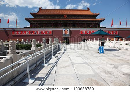 Beijing - Une 11: Tienanmen Gate (the Gate Of Heavenly Peace) The Main Entrance To Forbidden City Ju