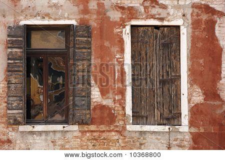 Weathered Windows, Venice
