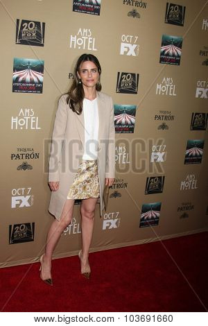 LOS ANGELES - OCT 3:  Amanda Peet at the