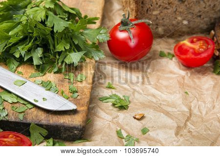 chopped parsley on a chopping board