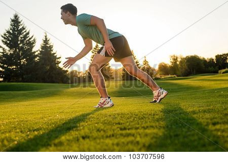 Guy run on sunset.
