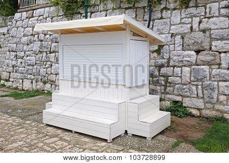 White Kiosk