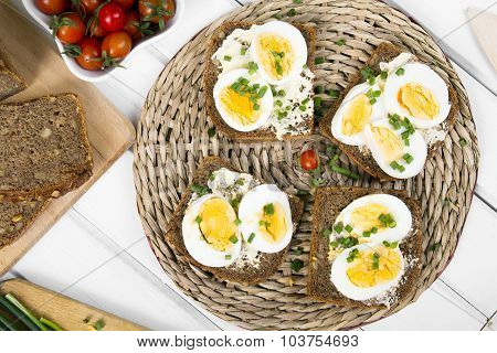 sandwiches with eggs and chives