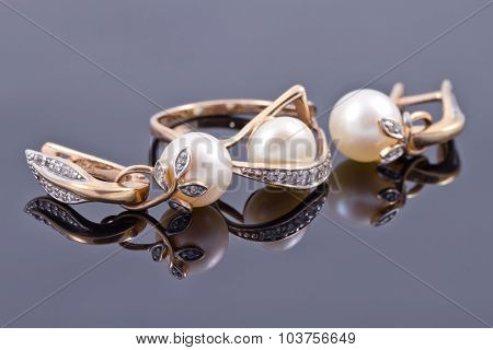 Set Of Gold Jewelry With Pearls