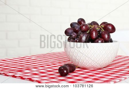 Bowl of red grape on table in kitchen