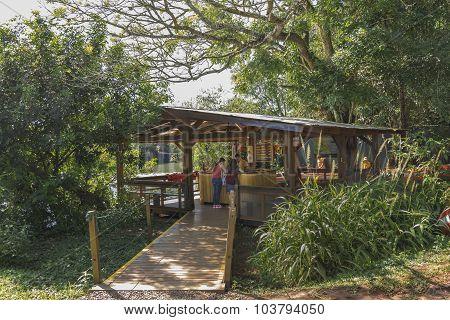 Tourists asking information at Iguazu Park