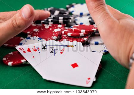 poker chips on the green table