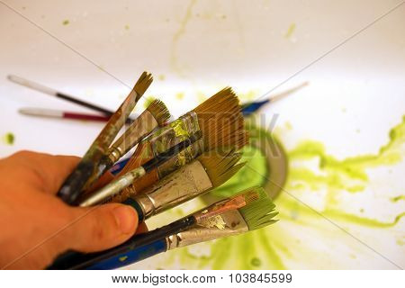 Cleaning Paint brushes in the sink by color