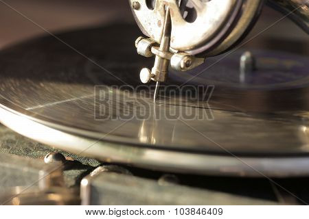 Gramophone record on the gramophone