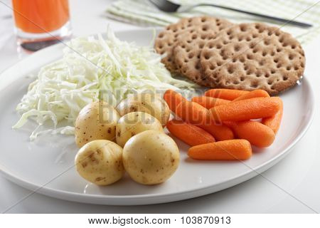 Healthy breakfast with vegetables and crispbread