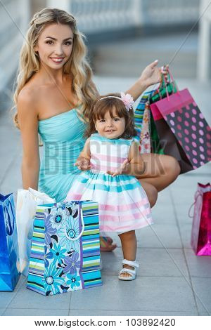 Woman during the shopping with the little girl