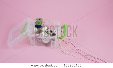Thread spools in box container (1)