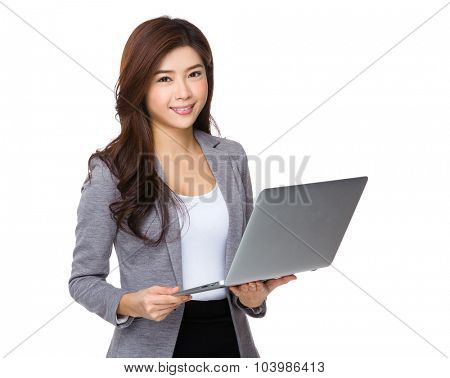 Businesswoman use of the laptop conmputer