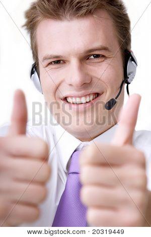 Operator tuend Daumen nach oben