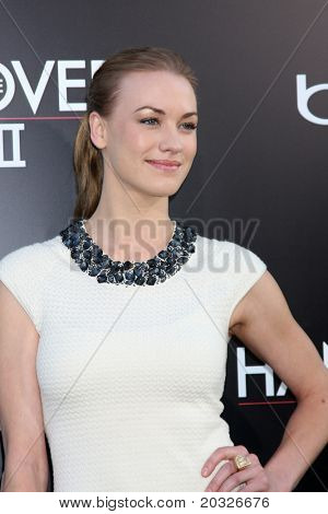 LOS ANGELES - MAY 19:  Yvonne Strahovski arriving at the