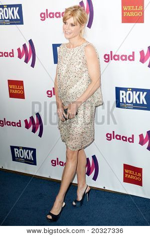 LOS ANGELES - APR 10: Julie Bowen arrives at the 22nd annual GLAAD Media Awards at Westin Bonaventure Hotel on April 10, 2011 in Los Angeles, CA.