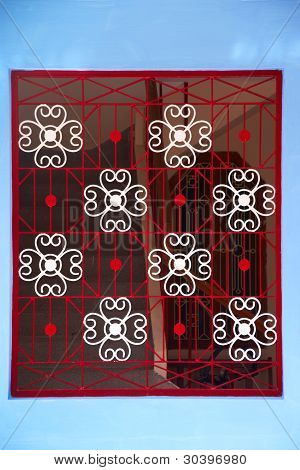Wrought White And Red Ornamental Metal Lattice