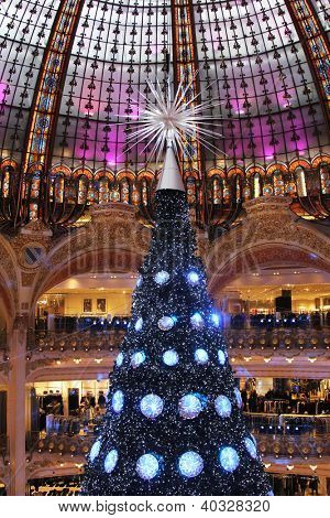 PARIS - NOVEMBER 11: The Christmas tree at Galeries Lafayette, trade pavilions with perfume, November 11, 2012, Paris, France. Many famous perfume brands represent their production here.